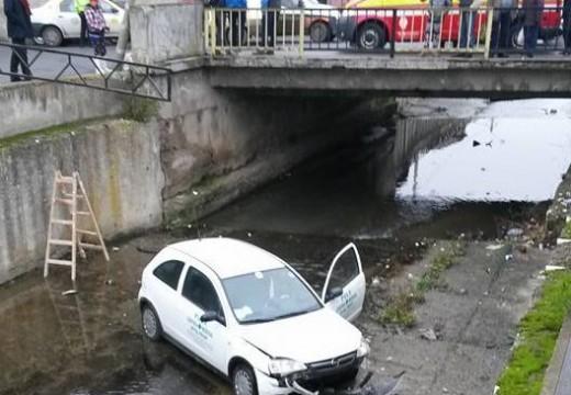 Ütközött két autó, majd az egyik a Poklos-patakba zuhant