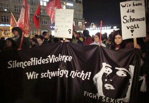 Kölni erőszak: Figyelmeztette a menekülteket a miniszter