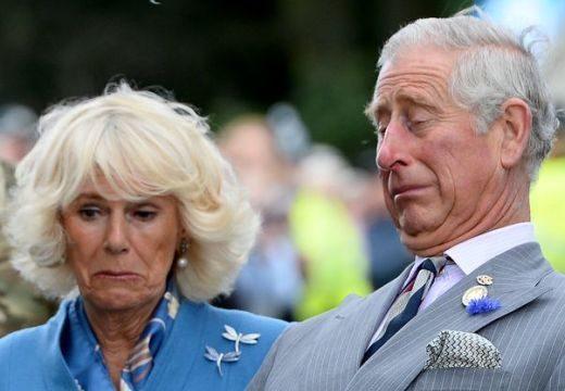 Fiatal fiúval csókolózott Károly herceg – itt a felvétel!