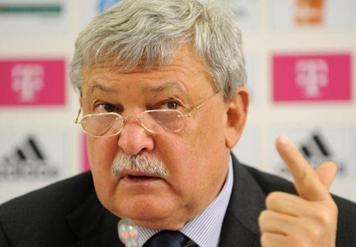 FIFA-tanácsi tagságra pályázik Csányi Sándor