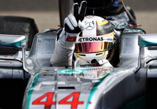 Hamilton nyert Németországban