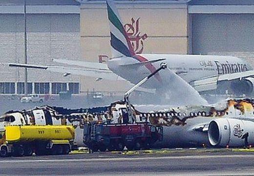 Földbe csapódott az Emirates gépe – nézd meg a felvételt!