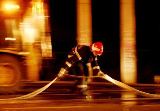 Előbb gázrobbanás, most tűz: pánik a két halottját sirató tömbházban