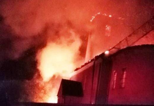 Leégett egy katolikus templom a Székelyföldön
