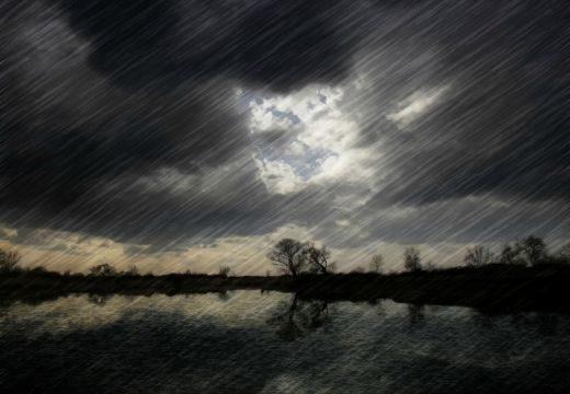 Felhőszakadásra, viharokra számíthatunk péntek délutántól