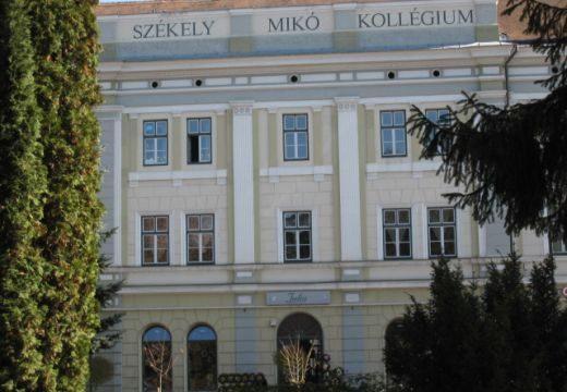 Felszólították a polgármestert, hogy távolítsa el a magyar feliratot a Székely Mikó Kollégiumról
