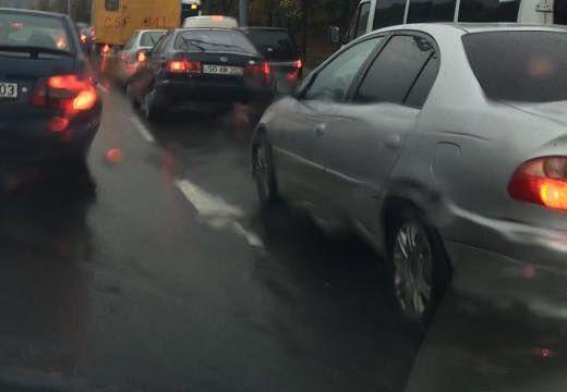 Autósok, figyelem! Baleset miatt torlódás MOST Marosszentgyörgyön!