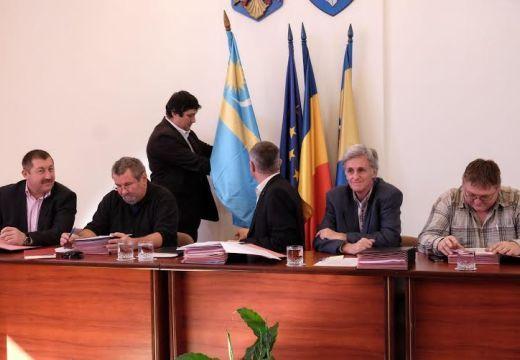 Itt az újabb székelyzászló-ítélet – Kovászna megyében a prefektus nyert