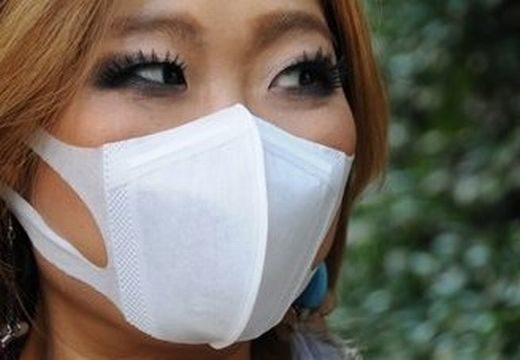 Orvosi maszkkal takarják el arcukat a villámrandizó japánok