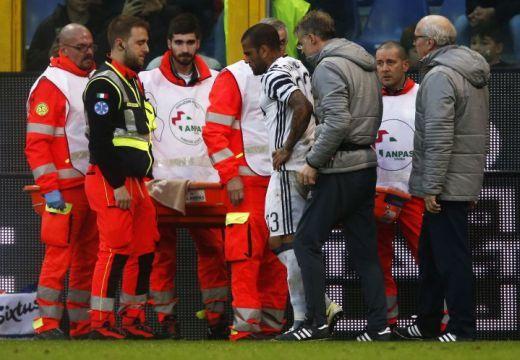 Dani Alvesnek eltört a lába
