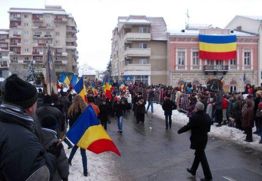 Kampány Háromszéken: Hívd meg egy magyar barátodat a román nemzeti ünnepre!