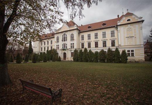 A szülők nyomták le a tanfelügyelőség torkán a marosvásárhelyi római katolikus iskola beiskolázási tervét – a 2. félidő még hátravan!