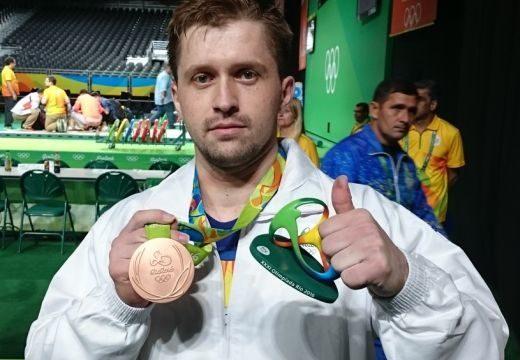 Végleges! Elvették a román súlyemelő olimpiai bronzérmét