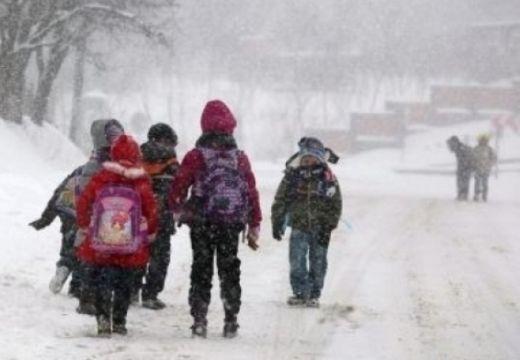 Hazaküldtek 400 iskolást és óvodást Maros megyében