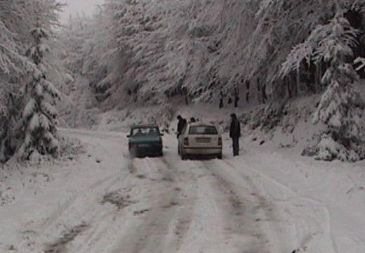 Autósok! Havas utak a Bucsinra és a Gyilkos-tóhoz vezető szakaszon, de a Hargitán, Parajd és Csíkszereda között is