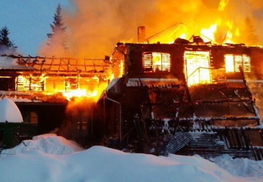 Leégett az iskola Kommandón