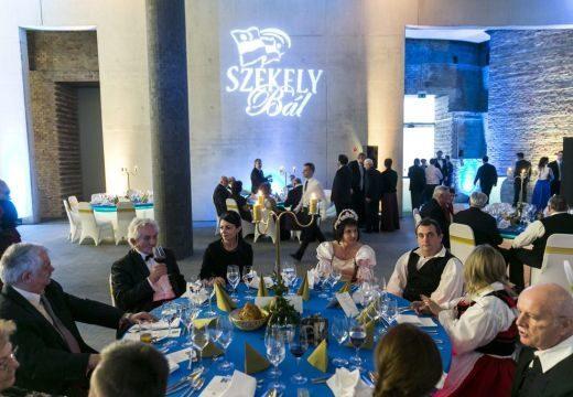 Jótékonykodás: Marosvásárhelyre is juttatnak a budapesti Székely Bál bevételeiből
