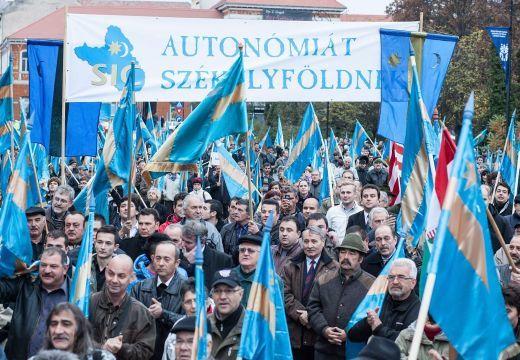 Merev román elutasításba ütközött az erdélyi magyar pártvezetők közös autonómianyilatkozata