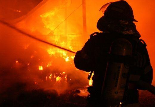 Tűz egy szászrégeni tömbházban