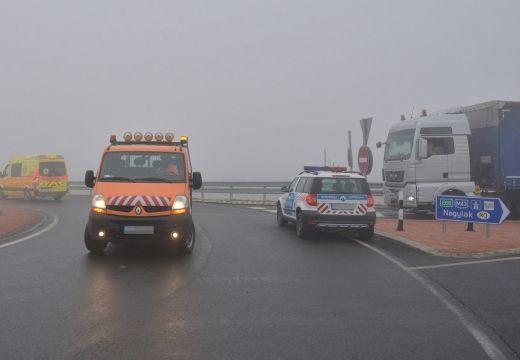 Tömegszerencsétlenség a román-magyar határnál: romániai busz balesetezett, egyik utasa meghalt