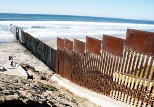 A romániai cigányok vállalnák a falépítést az USA és Mexikó határán: Dorin Cioabă levele Donald Trumphoz