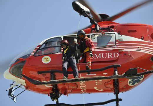 Mentőhelikopterrel vitték Marosvásárhelyre a jég alá került fiút
