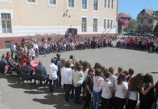 Iskolaünnep kezdődött a Bernádyban