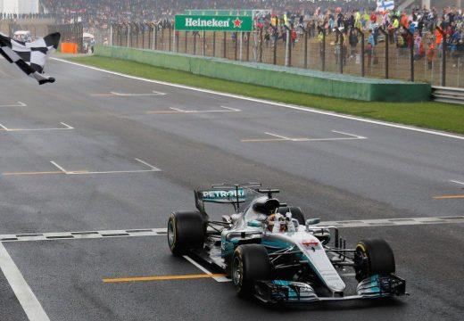 Forma-1, Kínai Nagydíj: Hamilton nyert és visszavágott Vettelnek