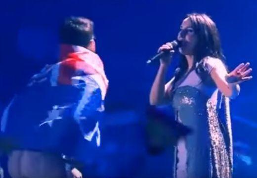 Pucér fenék villant az Eurovíziós Dalfesztivál döntőjében   videó