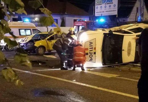 Baleset! A rendőr szembehajtott a forgalommal az egyirányú utcában