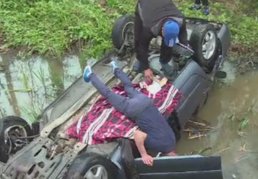 A Szováta-patakba borult egy autós Szovátán