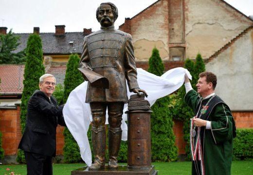 Arany János-szobrot avattak Nagyváradon