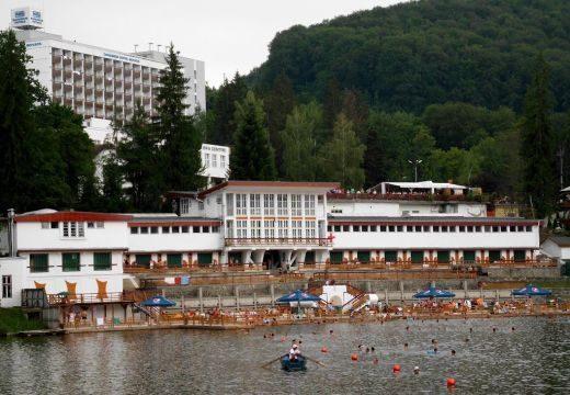 Nyílik a Medve-tó – felújították a strandot