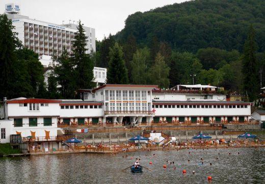 Pénteken nyit a szovátai Medve-tó