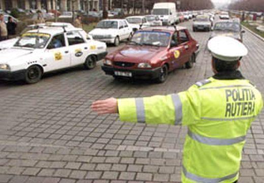 Elaludt a volánnál az útkereszteződésben – rendőrök ébresztették fel