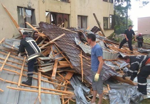Leszakította a házak tetőzetét a vihar – kidőlt fák, szünetelő áramszolgáltatás