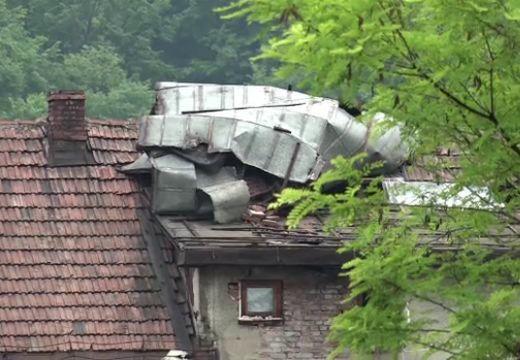 Viharkár: néhol még az épületek tetőzetét is lesodorta a szél