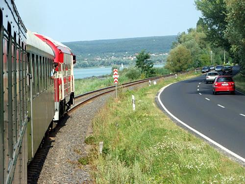 Vonattal utaznak a Balatonra a matematikusok és a fizikusok