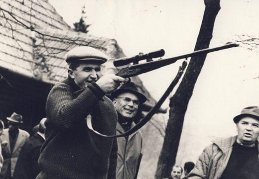 Jó pénzért adták el Ceaușescu 1933-ban gyártott vadászfegyverét