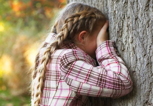 Száznál többen indultak az eltűnt kislány keresésére: így zárult a cukrosbácsi-ügy