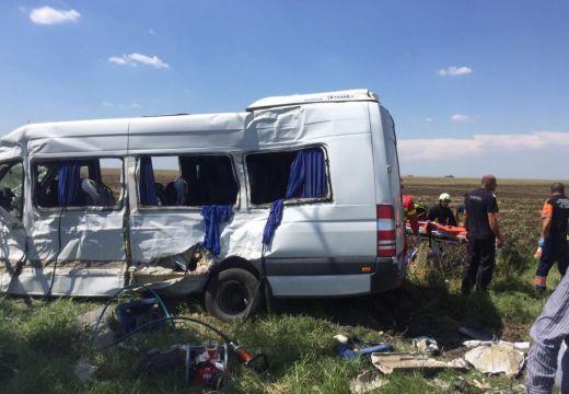 Nagyon durva baleset: 1 halott, 16 sebesült