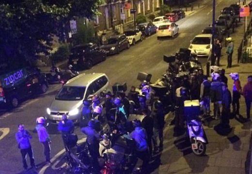 Borzalom: robogóról öntöttek savat az emberek arcába Londonban
