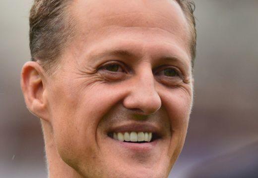Örömhír érkezett Michael Schumacherről, zokogtak a rajongók