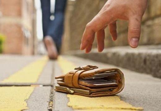 Azt hitte, az utcán talált pénz az övé. Erre letartóztatták