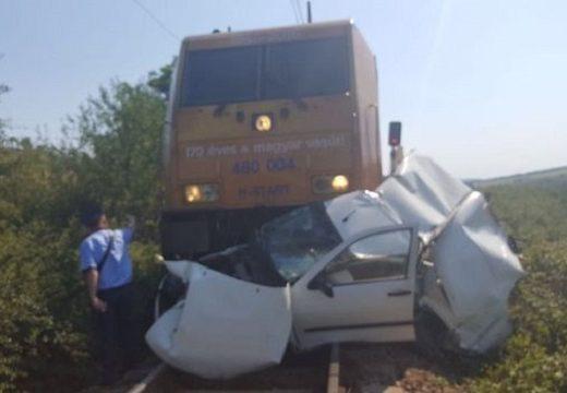 Személygépkocsival ütközött a Bukarest-Budapest nemzetközi vonat