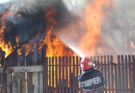 Villámcsapás miatt kigyulladt és leégett egy ház