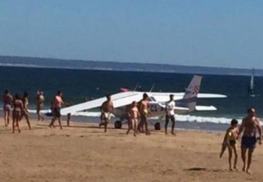 Kényszerleszállás és lincshangulat a vízparton: 2 strandoló meghalt