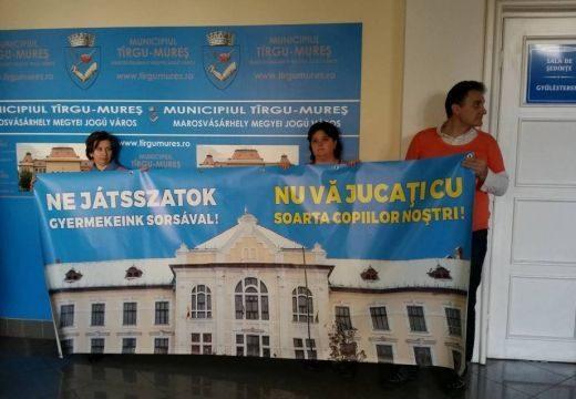 Marosvásárhelyi iskolaügy: Alkotmányossági kifogást emelt az ellenzék a katolikus gimnázium újraalapítása ellen
