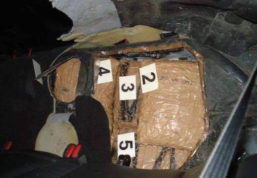 Negyven kilogramm marihuánát találtak a pénzügyőrök Röszkén