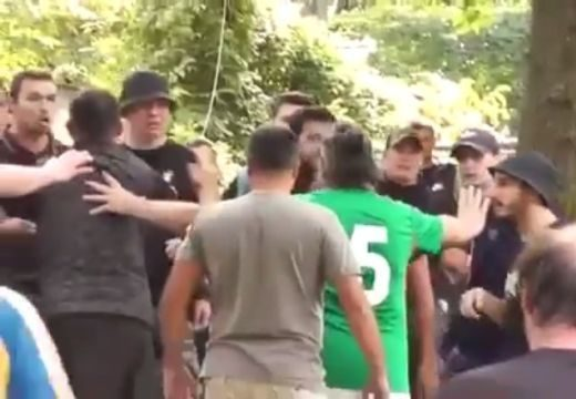Döbbenetes! Botokkal és láncokkal felfegyverkezett román ultrák támadtak magyar focibarátokra Kolozsváron